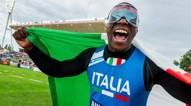 foto di Oney Tapia con bandiera italiana