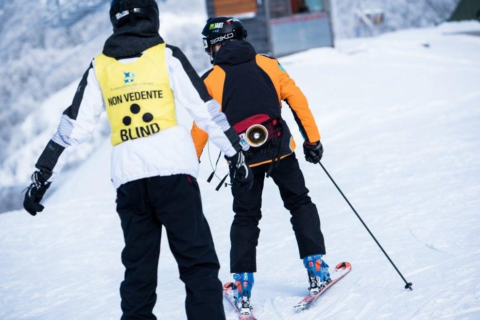 non vedente mentre scia